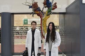 Leonardo Sánchez y Ángela Aguilera, alumnos del IES Ángel de Saavedra que han realizado prácticas en el hospital