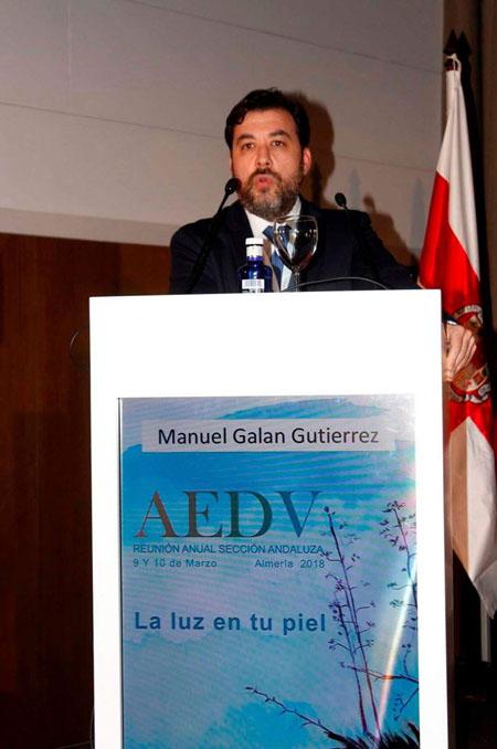 El dermatólogo Manuel Galán durante su intervención en el congreso