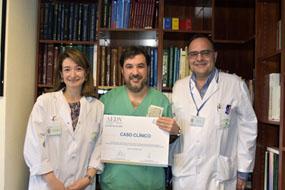 Los dermatólogos Gloria Garnacho, Manuel Galán y Antonio Vélez con premio obtenido