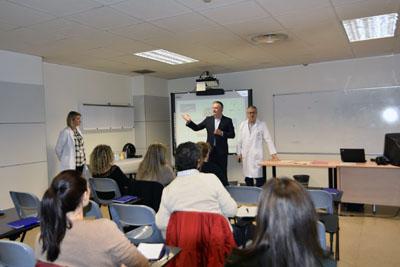 Un momento del desarrollo del taller con pacientes