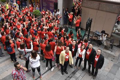responsables del Hospital y del Gran Teatro minutos antes de comenzar el Flashmob