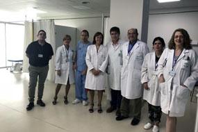 Profesionales del Hospital Reina Sofía y equipo directivo visita la sala de Fisioterapia
