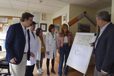 Profesionales de Servicios Generales muestran los detalles del proyecto