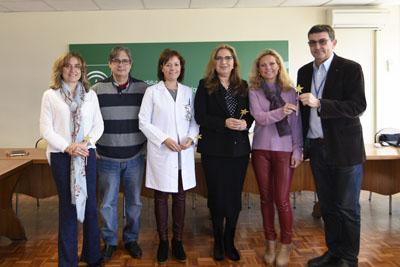 Responsables sanitarios junto a representanes de Infancia Solidaria y Pequeño Deseo