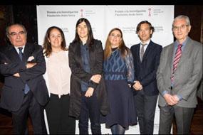 Pablo Pérez, penúltimo por la izquierda, junto a integrantes del jurado y la también premiada