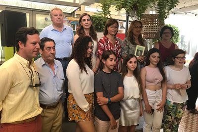 Ganadores y responsables en la entrega de premios del IV Concurso Andaluz de Poesía 'Tintas para la vida'