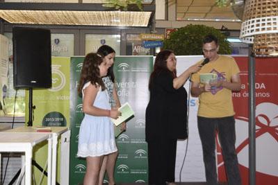 La periodista María Eugenia Vilchez guió el acto animando a los alumnos a seguir escribiendo