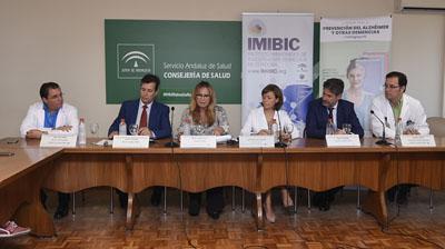La delegada presenta la campaña junto a responsables del hospital, Imibic y Fundación Cajasur