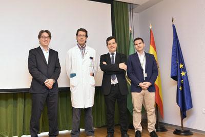 El doctor Ignacio Muñoz y el director científico del IMIBIC, Justo Castaño