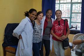 Oftalmólogas cordobesas con profesionales de Etiopía