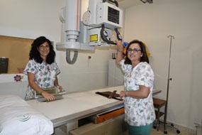 Profesionales de radiología con el nuevo equipo