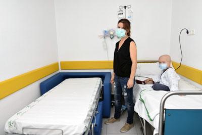 El Hospital recibe 16 sillones cama para familiares de pacientes pediátricos
