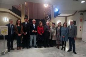 La consejera de salud, Marina Álvarez, directivos y profesionales del hospital en la inauguración del curso sobre trasplante renal de donante vivo