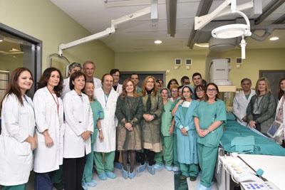 La consejera de salud arropada por el equipo de profesionales de Cardiología