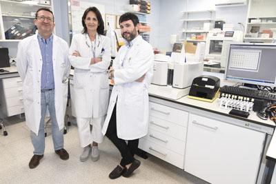 Los doctores Rafael González, Aurora Jurado y Juan Molina