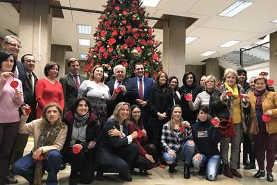 Autoridades, tejedoras y pacientes trasplantados inauguran el arbol solidario de la donacion