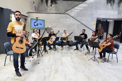 El grupo musical Ifamos Ensemble posa antes de comenzar