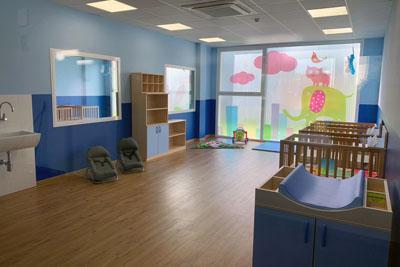 Todas las aulas disponen de luz natural y grandes ventanales
