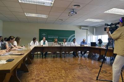 La delegada de Salud y Familias felicita a los profesionales por su actividad