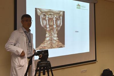 El doctor Álvaro Toledano explica un caso clínico
