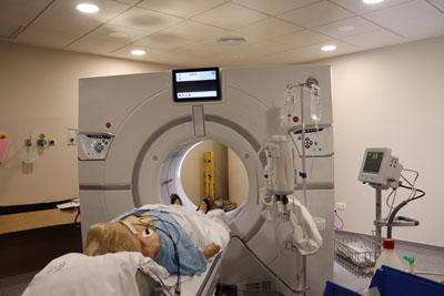 Una de las primeras pacientes atendidas en el nuevo TAC