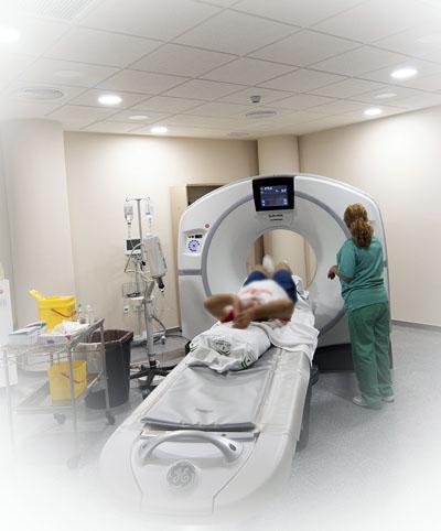 Una ventaja es la optimización y control de dosis de radiación que ofrecen