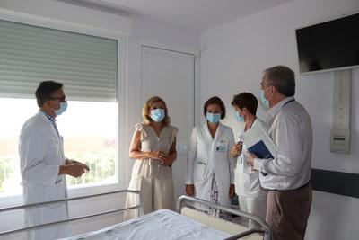 La delegada de Salud y Familias ha visitado una de las unidades covid reformadas del Hospital Provincial