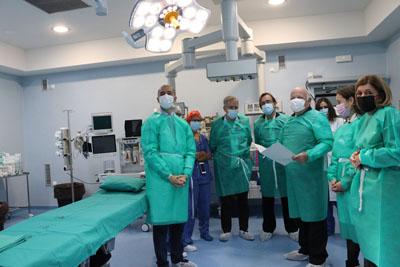 El consejero de Salud y Familias visita las obras de la UCI de adultos y del bloque quirúrgico del Hospital General