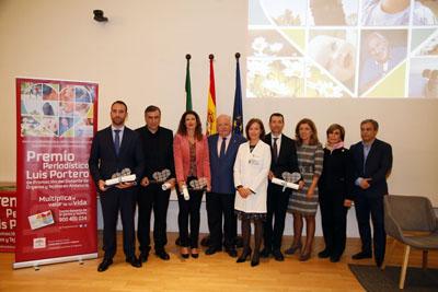 El consejero de Salud y Familias entrega los premios Luis Portero