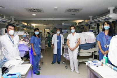 Equipo de profesionales de cirugía pediátrica y neonatología