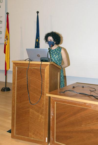 La directora de la Unidad de Endocrinología interviene en el salón de actos