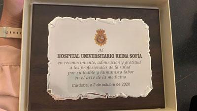 La placa recoge la gratitud del Cuerpo Nacional hacia los profesionales del hospital