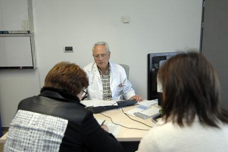Consultas externas, pasando consulta médica