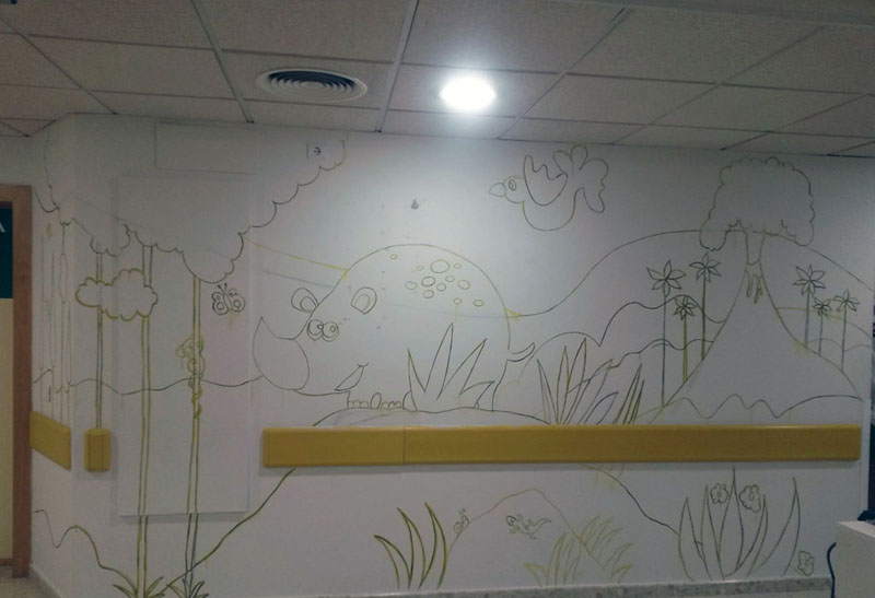 Mural rinoceronte en la zona de la selva