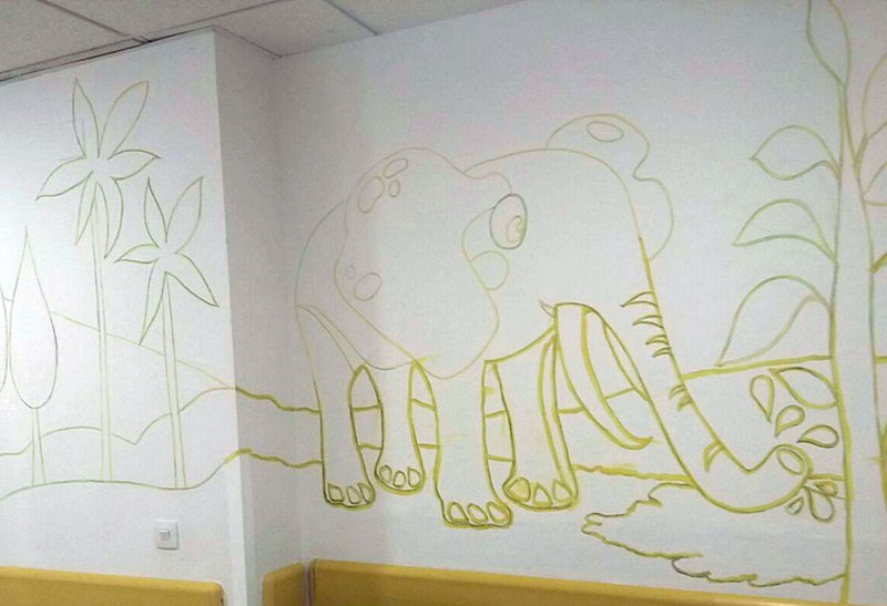Mural elefante pintado a carboncillo y acrílico