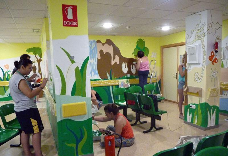 Voluntarios dando color a la selva