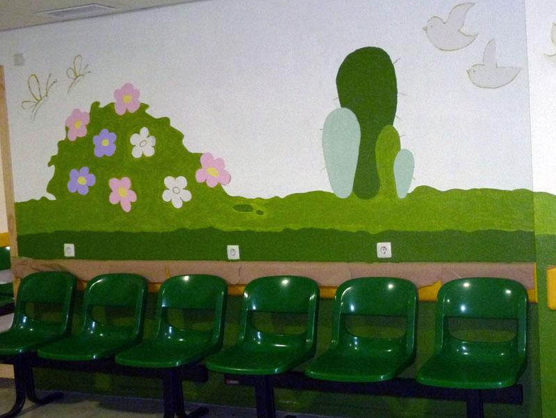 Sala de espera con los jardines pintados
