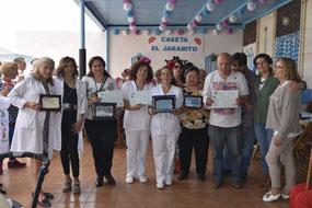 Foto familia premiados concurso cruces