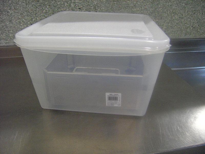 Contenedor de plástico. Contenedor de sucio: traslado del instrumental quirúrgico sucio tratado, varios tamaños y modelos