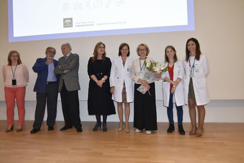 Toñi del Río junto a todos los profesionales que han sido jefes de Estudio del Hospital