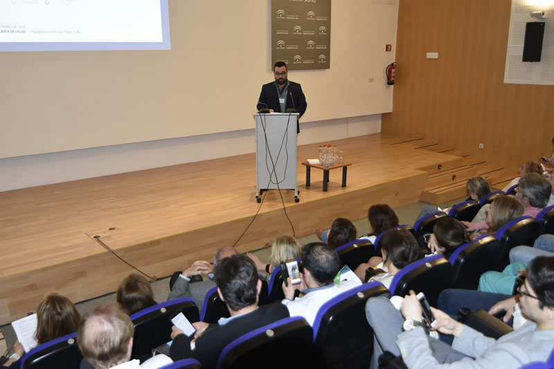 Rubén García habla en nombre de los residentes que terminan su formación
