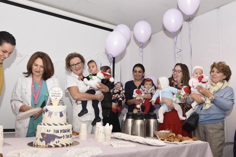 En el desayuno intercambia experiencias y dan ánimos a las familias con bebés ingresados
