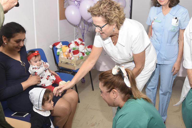 Profesionales del hospital se emocionan al ver a los niños que estuvieron ingresados