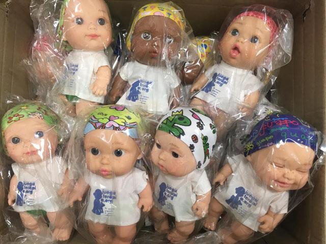 El hospital ha recibido 18 baby pelones (muñecos)