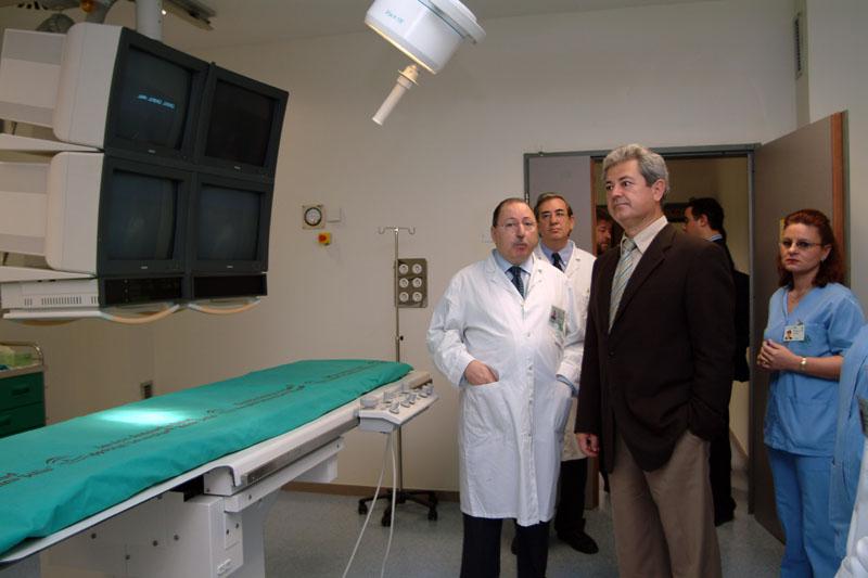 El consejero de Salud, Francisco Vallejo, en la inauguración del nuevo servicio de Radiología. 2004