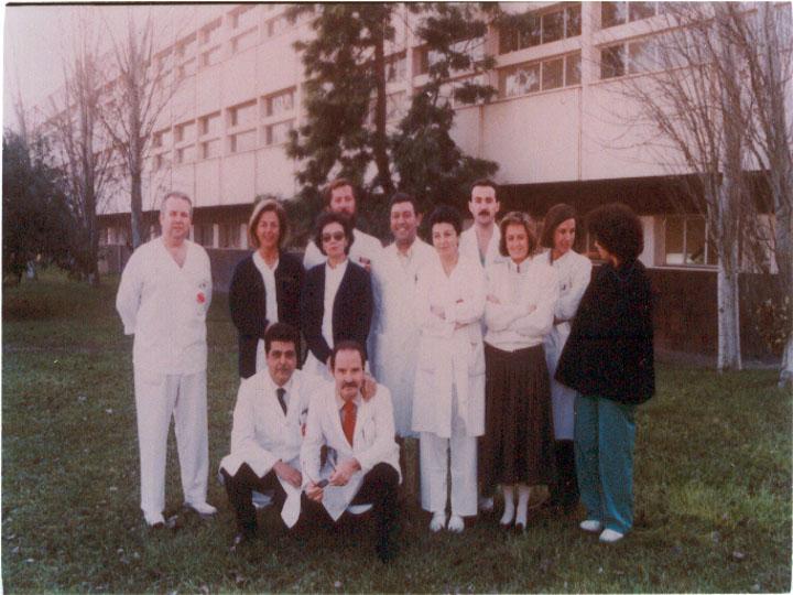 El doctor Gonzalo Miño, jefe de servicio de digestivo junto a su equipo. 1988