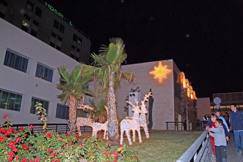 El hospital se engalana para dar la bienvenida a la Navidad. 2005