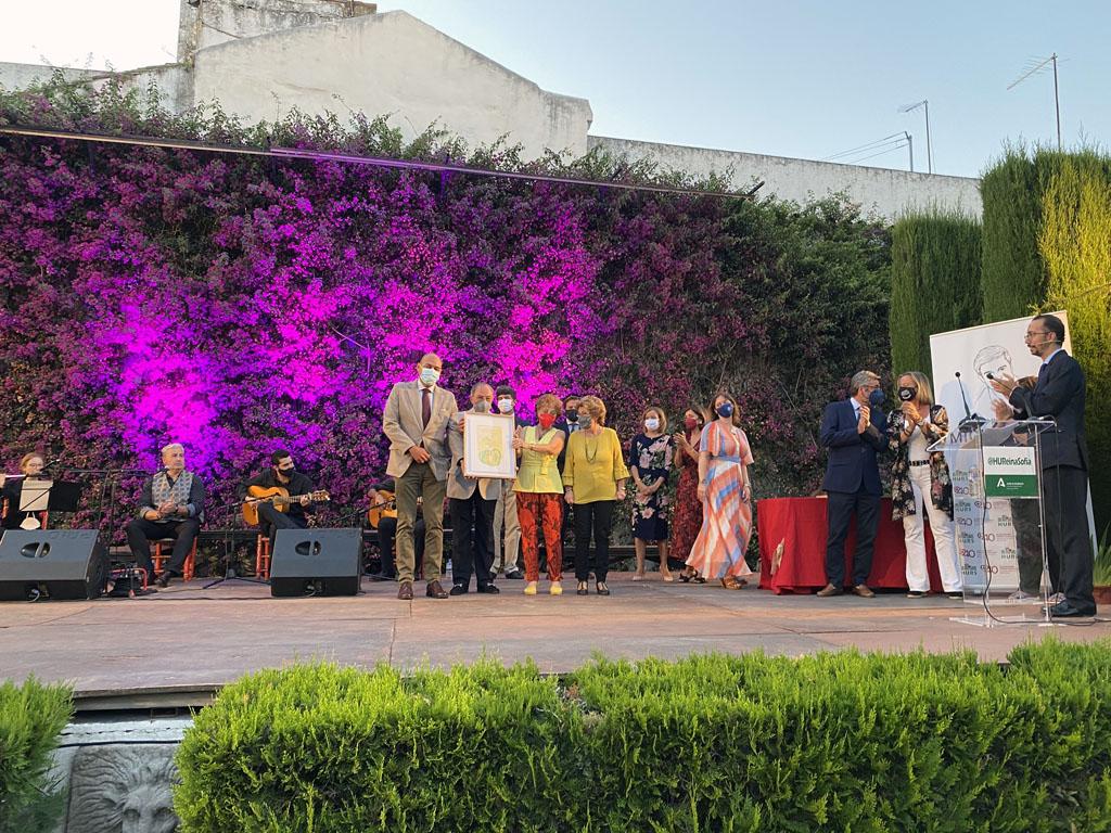 La familia Granados recibe el premio como ejemplo de superación