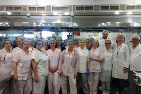Profesionales del equipo de cocina del hospital.