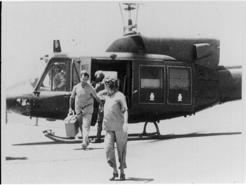 Esta intervención daría la vuelta al mundo, imagen tomada en el helipuerto. 1986